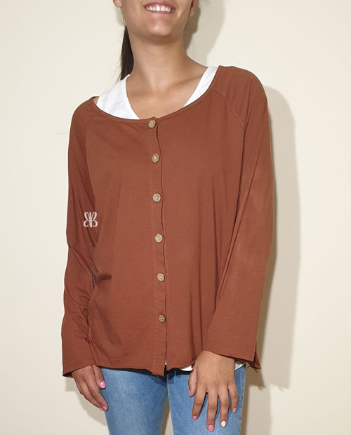 camiseta marron camel